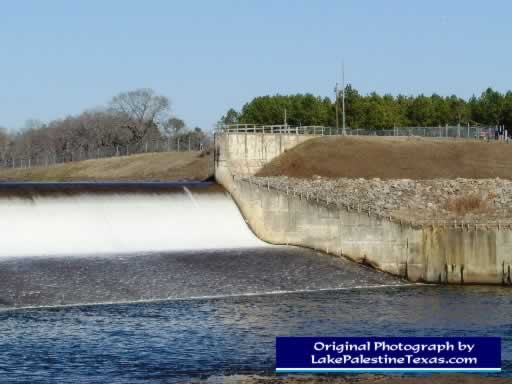 Close-up photo of Blackburn Crossing Dam on Lake Palestine - 02/04/2007