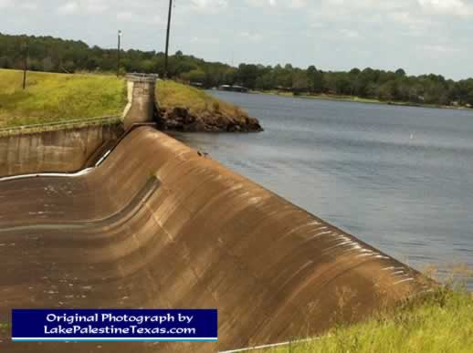 Close-up photo of Blackburn Crossing Dam on Lake Palestine - 08/04/2012